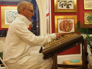 Sukhdev warming up on the hammered dulcimer